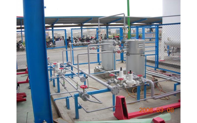 Hệ thống ống công nghệ và máy hóa hơi Amoniac